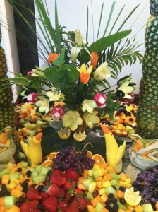 tropical-fruit-centerpiece